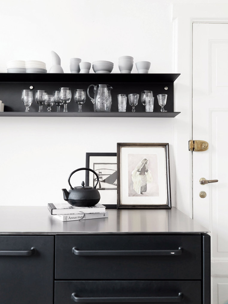 Vipp Black Kitchen via Ollie & Sebs Haus