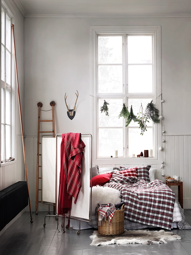 Festive Bedroom | via Ollie & Sebs Haus