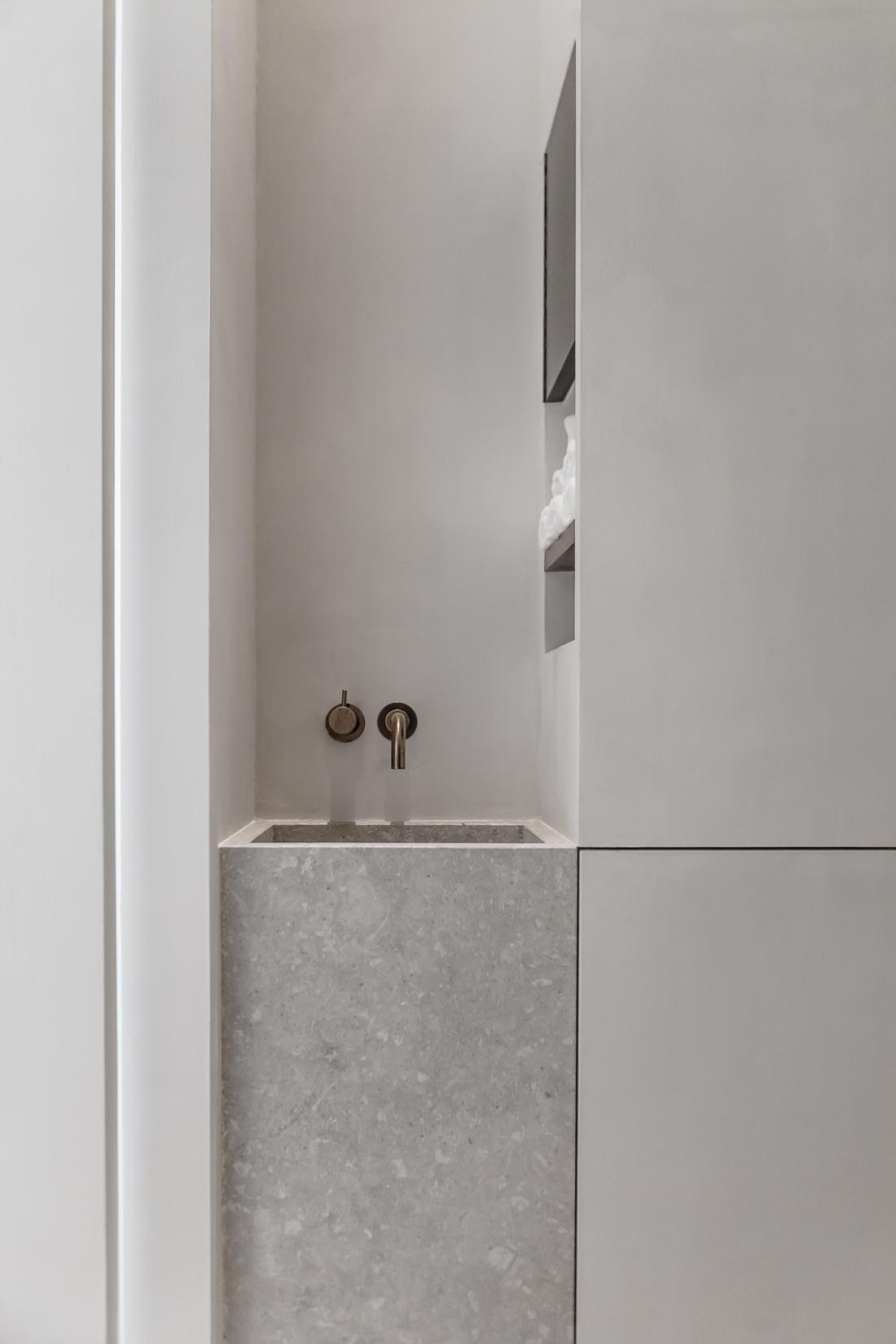 Small budget bathroom via Ollie & Sebs Haus